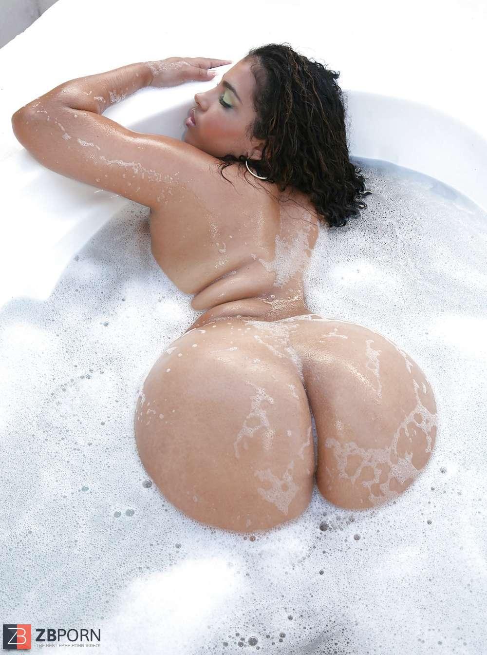 Big ass dominican milf