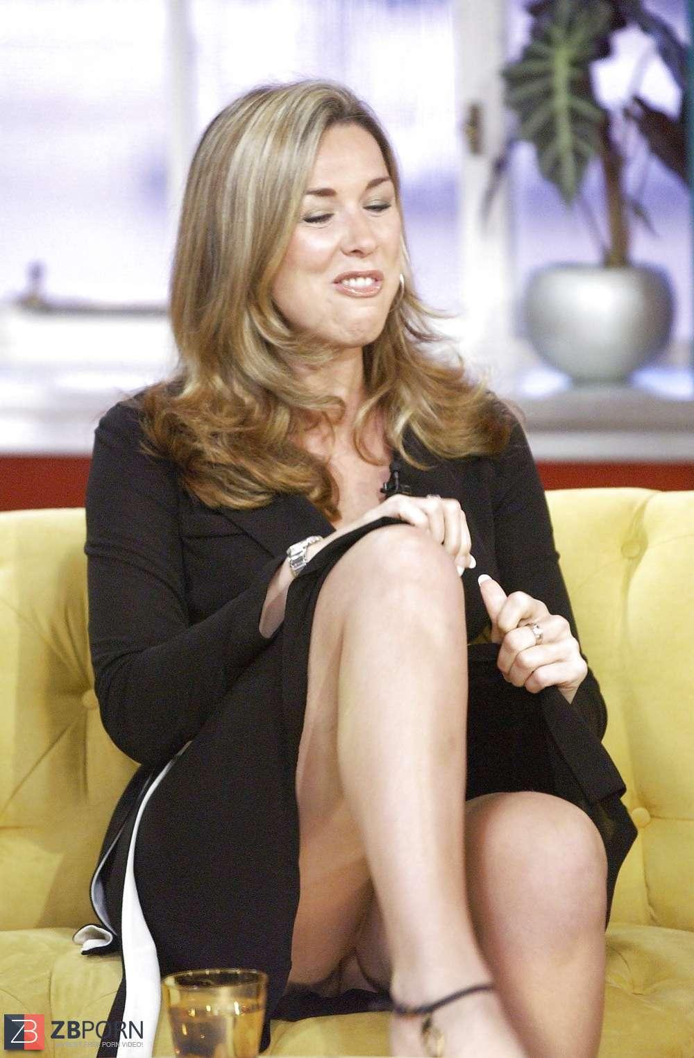 News anchor nipslips, no panties photo
