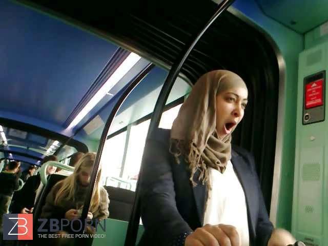 Demonstrating hijab muslim arab / ZB Porn