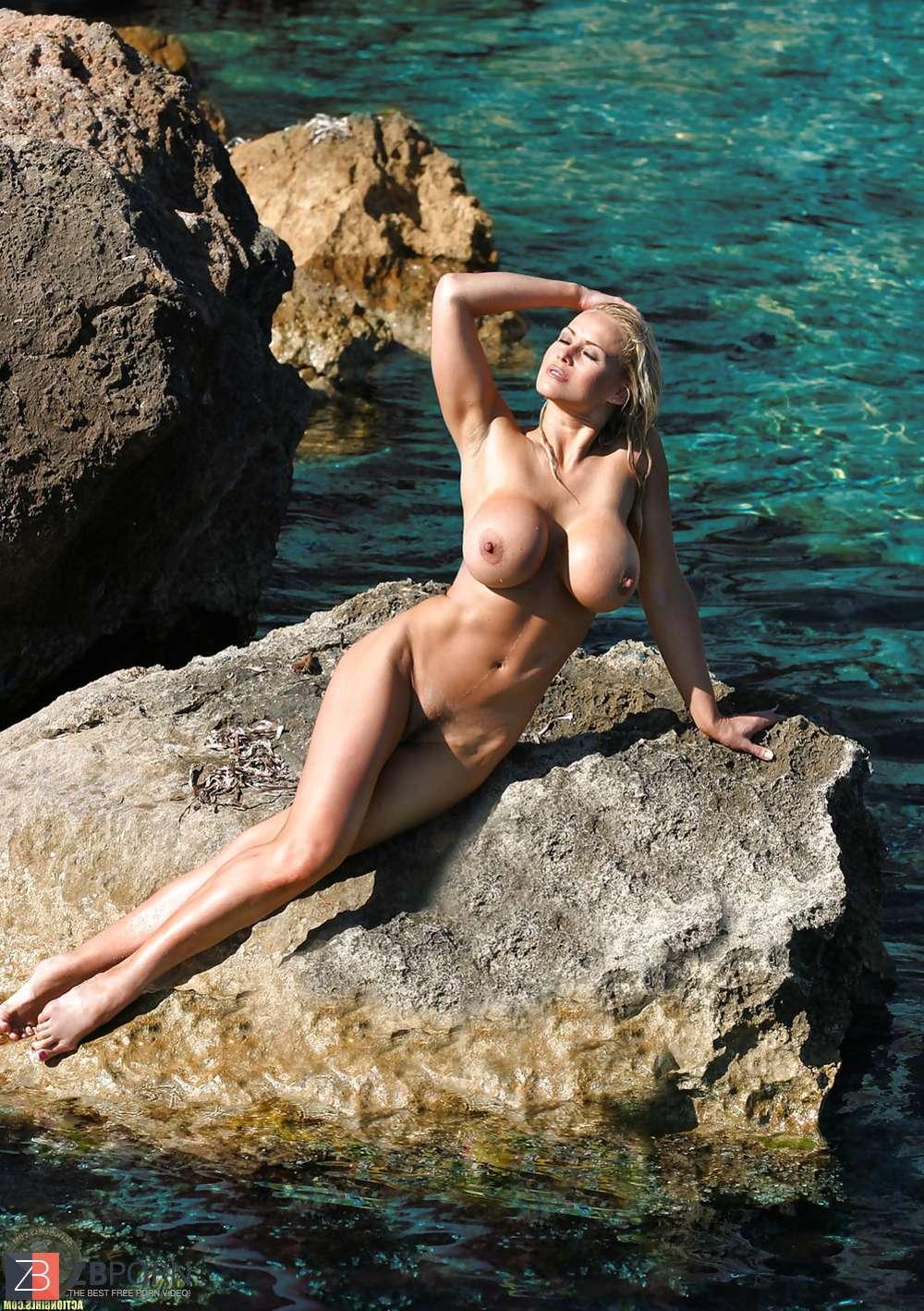 Nikita Naked Photo