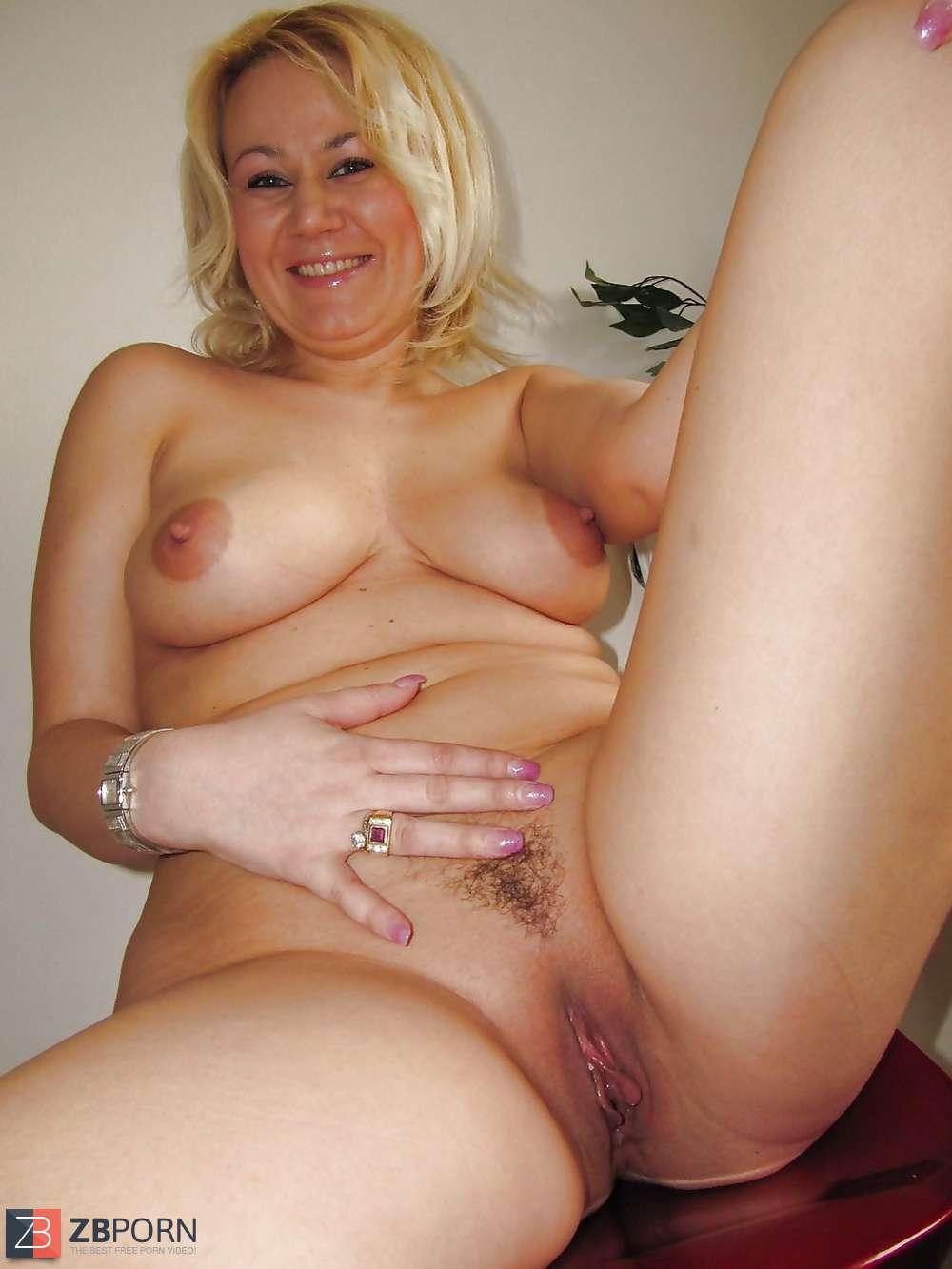 Natali blond feet