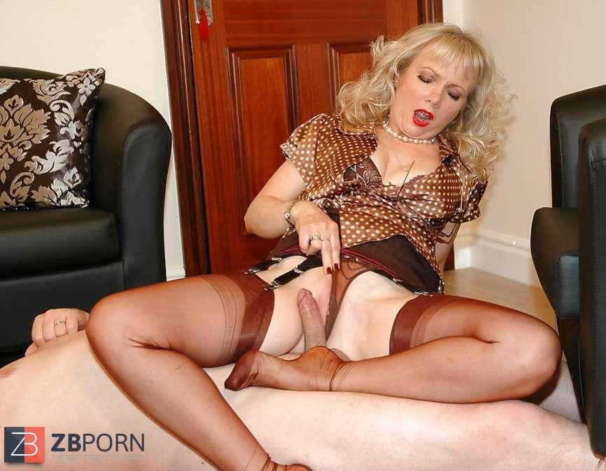 Steaming Mummy Nylon Footjob - Sue  Zb Porn-2689