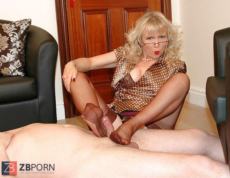 Steaming Mummy Nylon Footjob - Sue  Zb Porn-8834