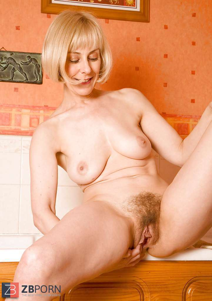 Naked Mature Women Peeing