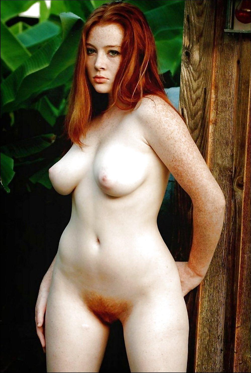Rothaarige Nude