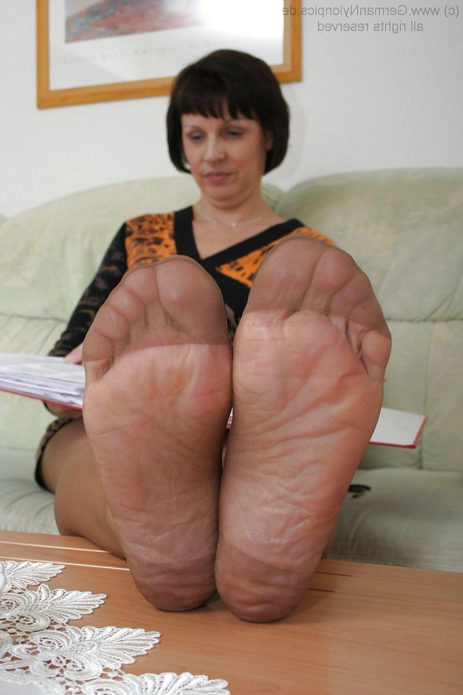 Mature Foot Porn