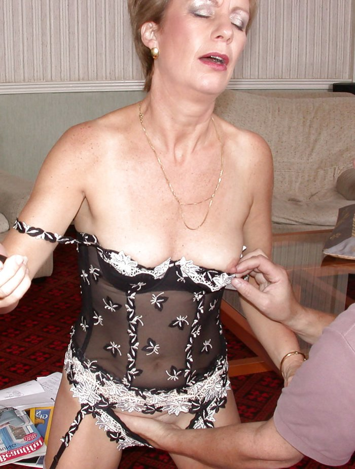Naked amateur wife spread