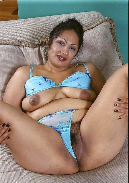Teenie flashing butt naked