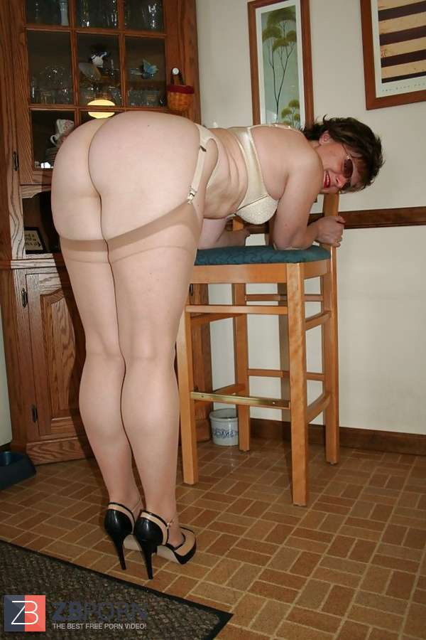 vintage amateur milf in garter belt
