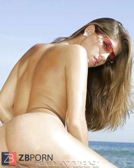 Celeb Nude Jennifer Stone Pictures
